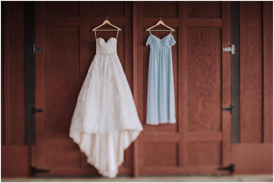 thomas family farm seattle snohomish wedding dress