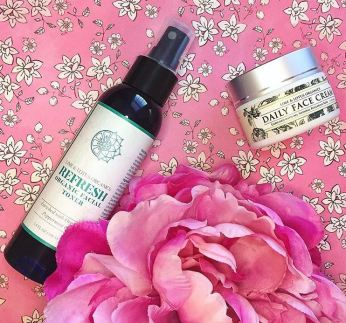 10 gift ideas for every woman on your list - impress her with these unique gift ideas this Christmas! Lime and Lotus Organics skincare is the perfect gift for any naturalist in your life!