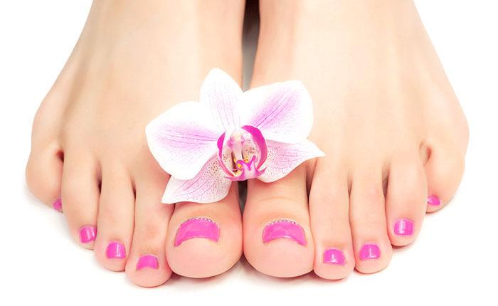Móng chân màu hồng nhạt nhẹ nhàng