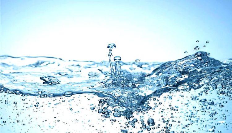 Nhiều bác sĩ khuyên uống nhiều nước để giảm cân