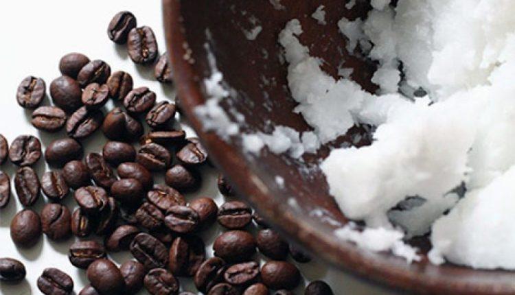 Tẩy tế bào chết cho da mặt bằng dầu dừa và bã cà phê