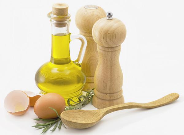 Dầu oliu cũng là nguyên liệu làm mặt nạ ưa thích của chị em