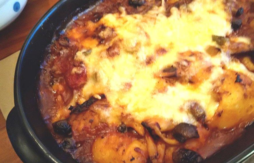 鯖缶とトマトソースのニョッキ。チーズをのせてオーブンで焼いてみた。