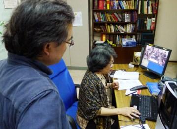 ジャカルタ連絡事務所と京都大学及び慶応大学を結んでの遠隔講義の様子