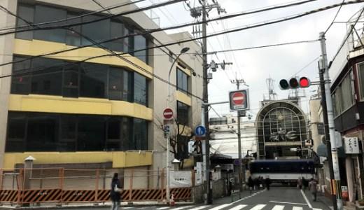 京阪「伏見桃山」駅前ビルにバリケードが