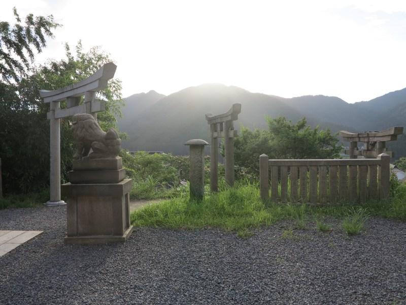 出世稲荷神社夕暮れ