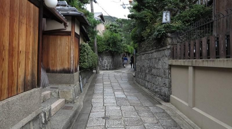 石塀小路八坂神社3