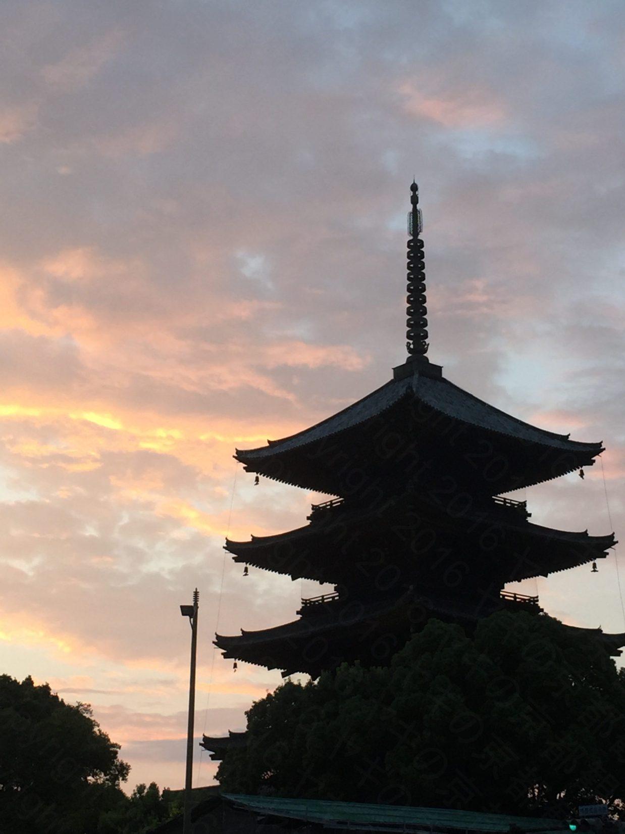 夕暮れの東寺