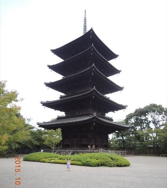 12五重塔と娘