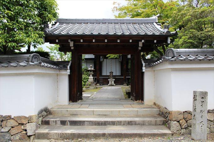4大乗院の門