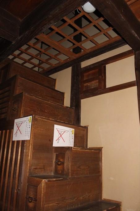 37蔵の内部の階段