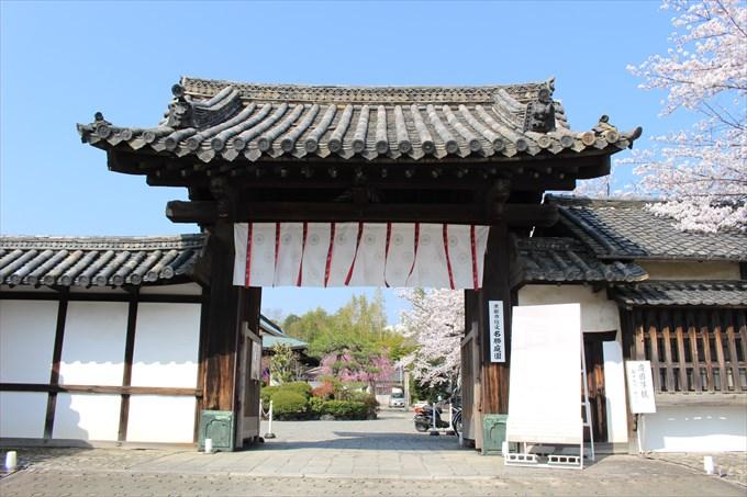 6勧修寺の山門