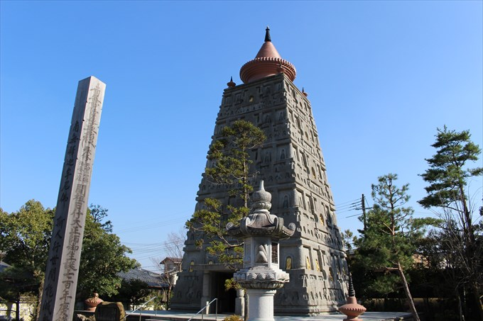 12妙満寺の仏舎利塔