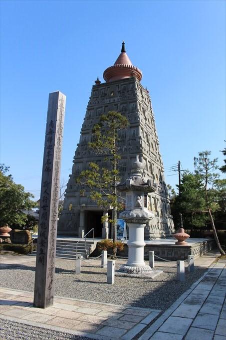 13仏舎利塔