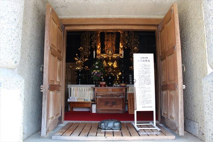 14仏舎利塔の内部