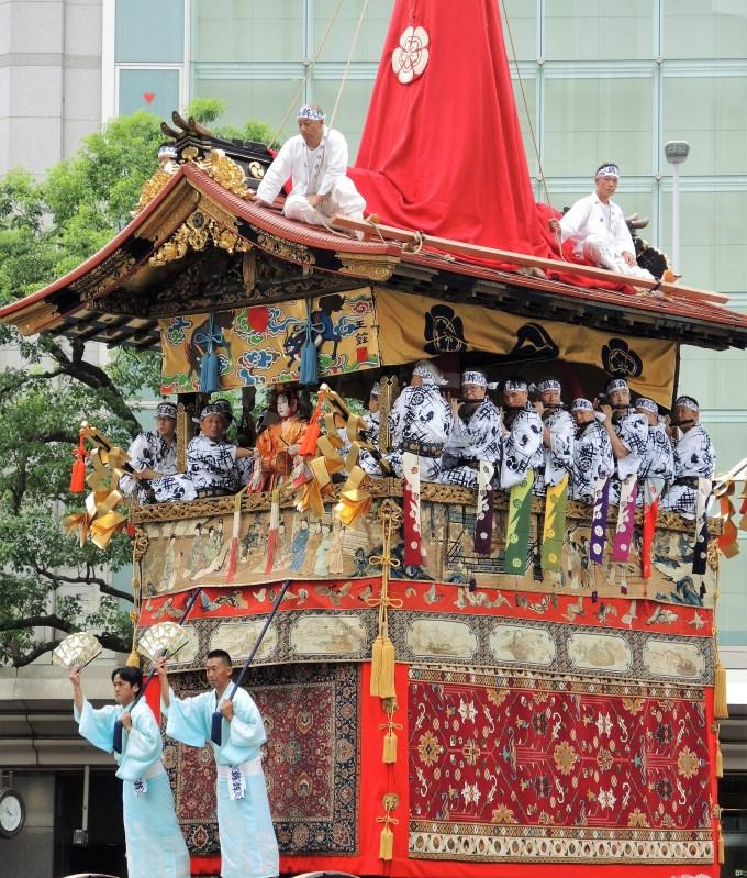 京都「祇園祭」山鉾巡行・鶏鉾