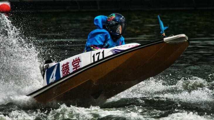 【競艇選手名鑑】土山卓也選手と結婚した幸せいっぱいの藤堂里香という美人ボートレーサー
