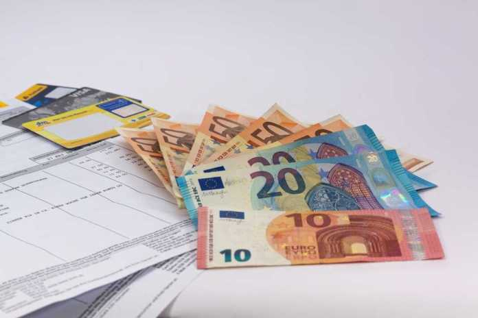 bill euro money