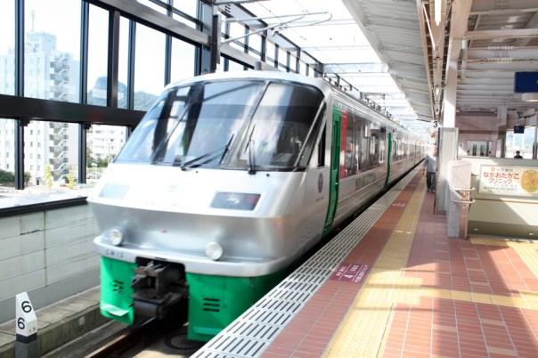 到了目的地,武雄溫泉站。其實列車後一半先是『綠號』。