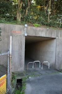 如果乘坐由基山方面前往日田方面的巴士,需要過這行人隧道去甘鐵車站。