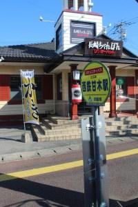 西鐵車站的巴士站是出閘左面的庄屋町交叉點右全面。