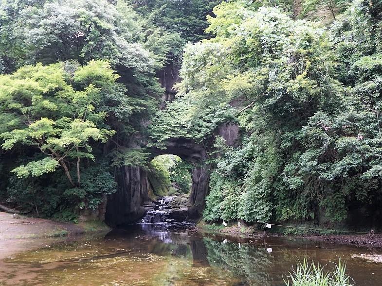 亀岩の洞窟(濃溝の滝)