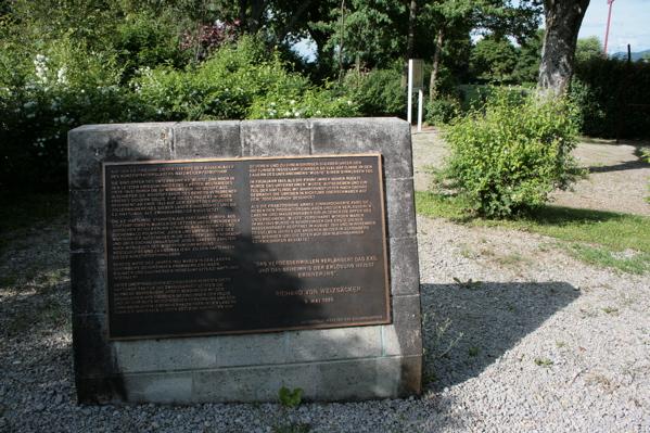 BISINGEN - KZ- Friedhof Bisingen / Gedenksteine und Gedenktafel (6/6)