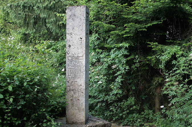BISINGEN - KZ- Friedhof Bisingen / Gedenksteine und Gedenktafel (5/6)
