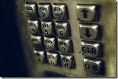 pour dire une numéro de téléphone, c'est chiffre par chiffre comme si vous appuyez sur les touches.