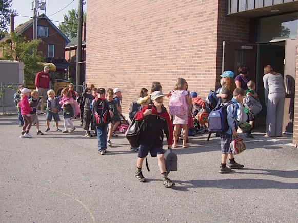 La rentrée scolaire en direct de l'ÉÉC Mgr-Jamot de Peterborough.jpg