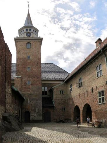 Entrée cour intérieure château.jpg
