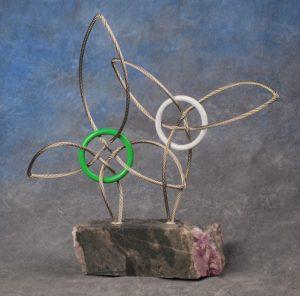 Le trophée des prix de reconnaissance de l'Assemblée, conçu par l'artiste Laurent Vaillancourt.