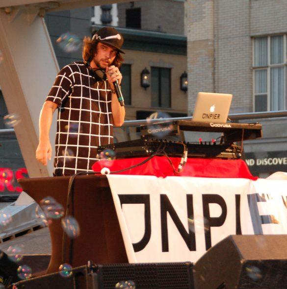 Le DJ UnPier sur la scène de Franco-Fête samedi soir. (Photo: François Bergeron)