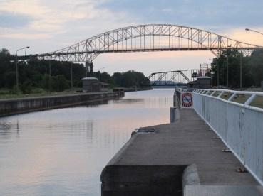 Le beau pont international qui mène à la ville sœur de Sault Sainte-Marie au Michigan.