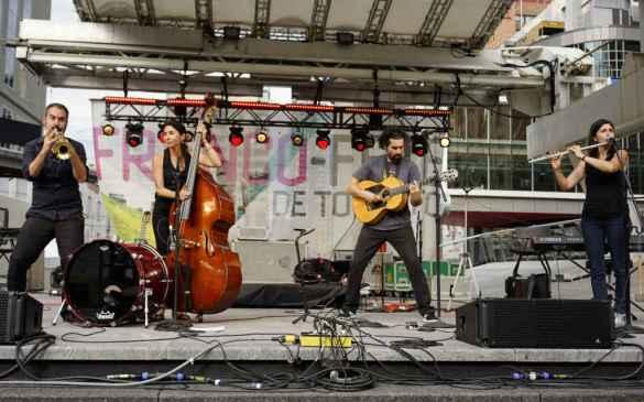Les Ogres de Barbak sur la scène de la Franco-Fête de Toronto.