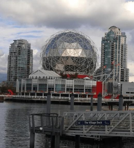 Le Centre des Sciences de Vancouver vu du village olympique.