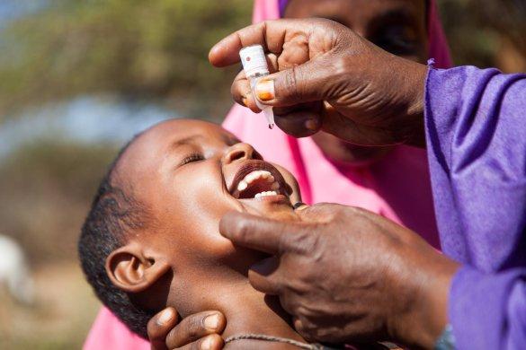 Vaccination contre la polio en réponse à une récente épidémie dans la Corne de l'Afrique.
