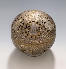 Brûleur d'encens du 13e siècle, alliage de cuivre, argent et or, percé, gravé et incrusté. © Musée d'État de Berlin.
