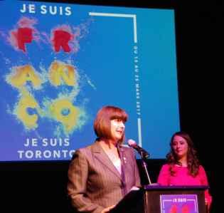 La ministre Marie-France Lalonde et la présentatrice Marjorie April (Radio-Canada).