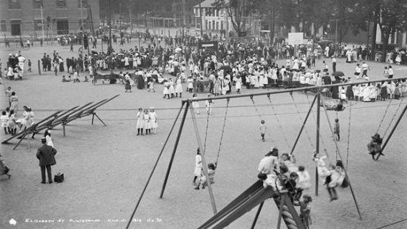 Le terrain de jeu de la rue Elizabeth Street en août 1913.