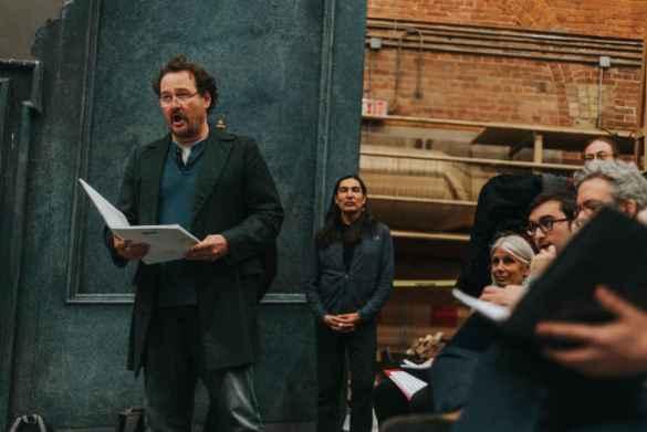 Russel Braun lors de la répétition de Louis Riel. (Photo: Michael Cooper)