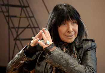 Buffy Sainte-Marie dans Rumble, the Indians Who Rocked the World