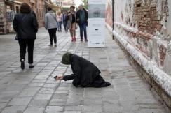 Une mendiante à Venise. (Photo: Odile Collet)