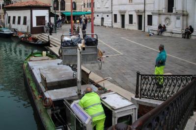 Ramassage des ordures à Venise. (Photo: Odile Collet)
