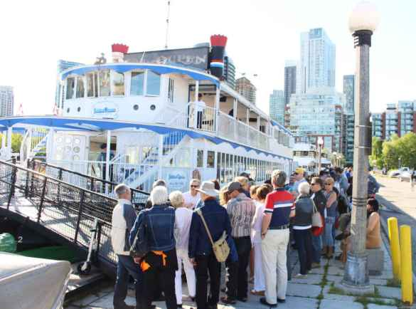Embarquement sur le Jubilee Queen. (Photo: Johanne Robichaud)