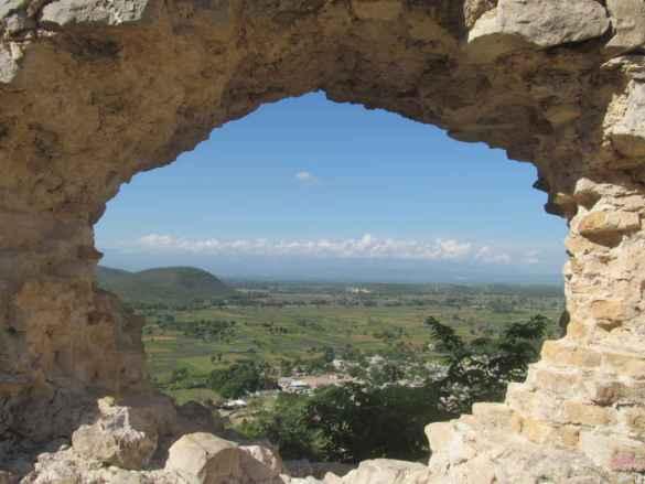 Vue depuis le fort Décidé sur Marchand Dessalines et la vallée de l'Artibonite.