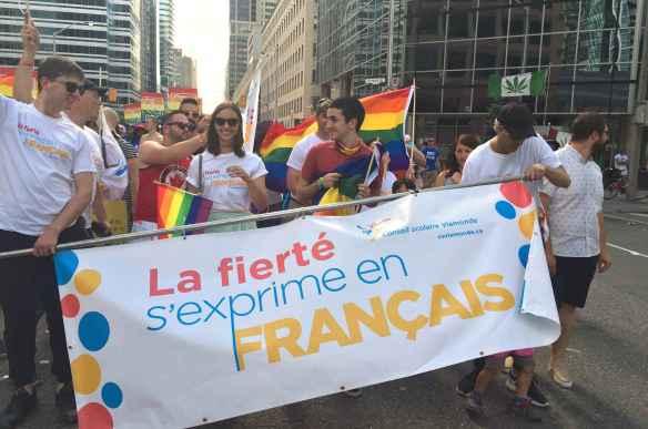 Des élèves du conseil scolaire Viamonde participent déjà à la parade gaie de Toronto.