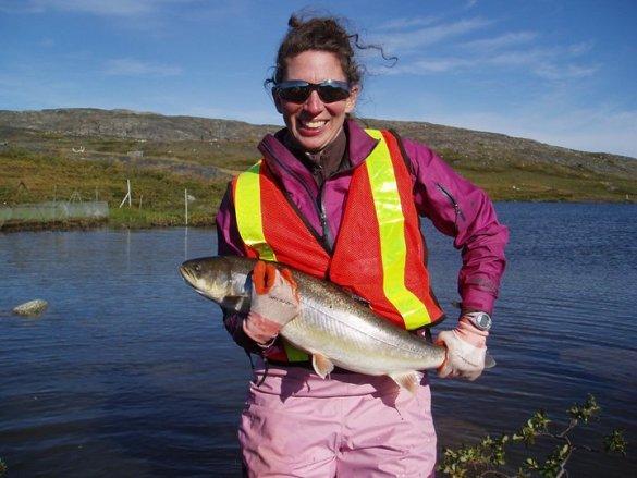 Geneviève Morinville est biologiste, avec un intérêt particulier pour les poissons.