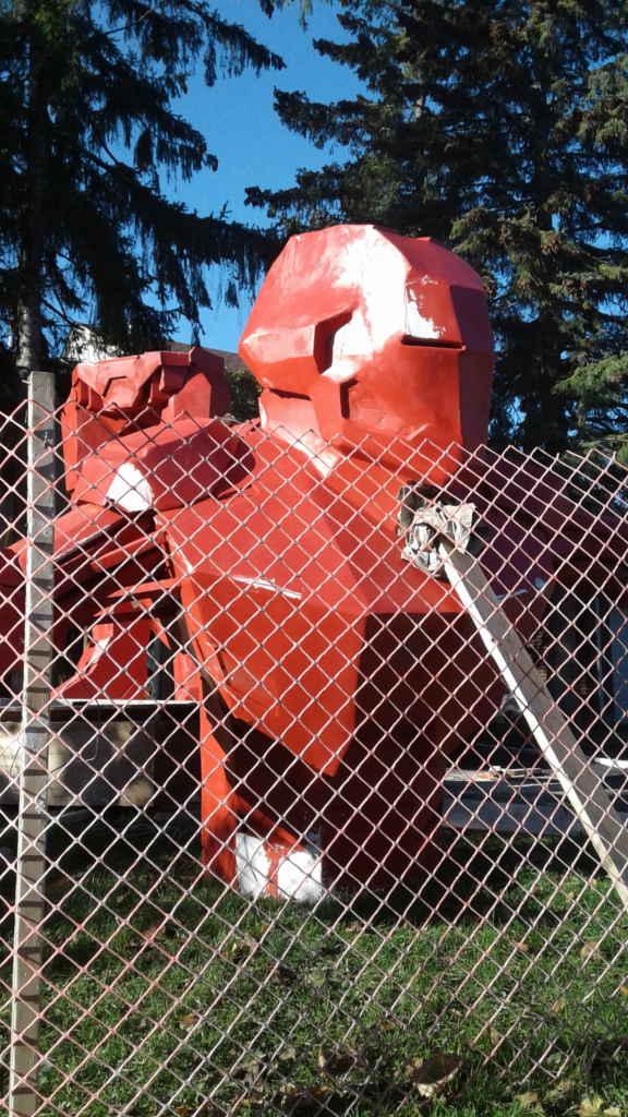 Sa statue d'Iron Man quelques jours avant l'Halloween. (photo: Sandra Dorelas)