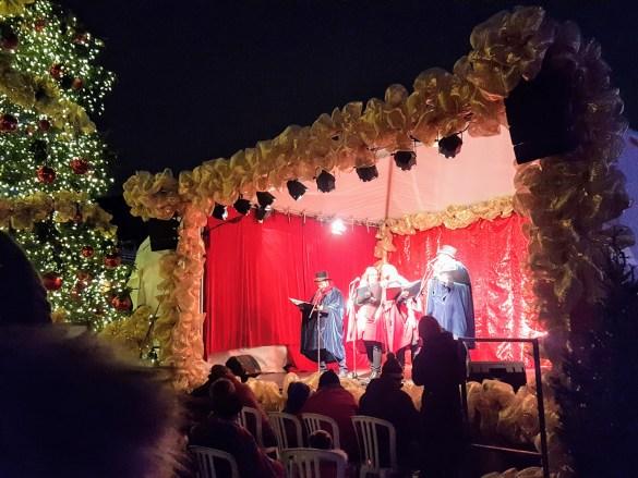 Chorales et spectacles des Fêtes sur la scène extérieure.